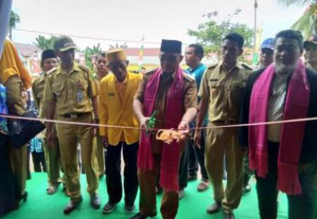 Bupati Resmikan Rumah Tenun Tumbit Melayu