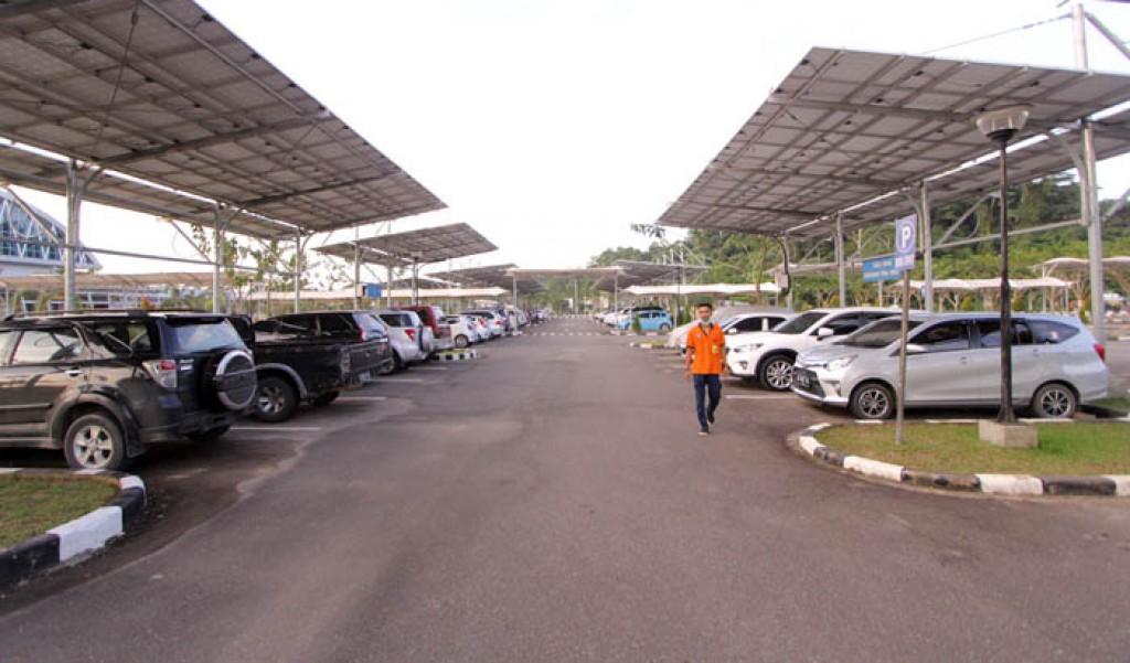 Tarif Parkir Kendaraan di Bandara Kalimarau Naik